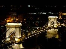 Puente de cadena de Széchenyi en Budapest por noche Fotos de archivo libres de regalías