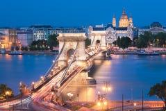 Puente de cadena de Szechenyi en Budapest Hungría Imagen de archivo