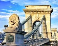 Puente de cadena en Budapest, Hungría Fotos de archivo