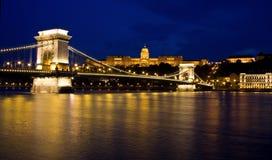 Puente de cadena y castillo Budapest, Hungría foto de archivo libre de regalías