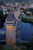 Puente de Cahors y de Valentré por noche Imágenes de archivo libres de regalías
