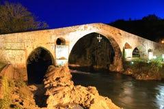 Puente de Cangas De onÃs, Asturias, Hiszpania zdjęcia royalty free