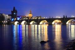 Puente de Charles en la noche Imagen de archivo libre de regalías