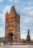 Puente de Charles en Praga en el tiempo de la salida del sol Foto de archivo libre de regalías