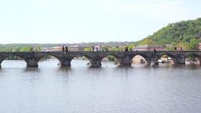 Puente de Charles en Praga, República Checa almacen de video