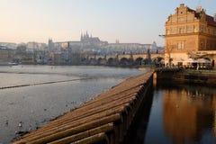 Puente de Charles y castillo de Praga Fotografía de archivo libre de regalías