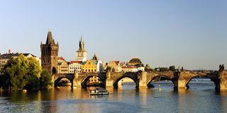 Puente de Charles y río de Vltava, Prage Fotografía de archivo