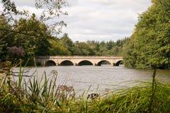 Puente de cinco arcos en el agua de Virginia imágenes de archivo libres de regalías