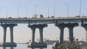 Puente de Coronado en San Diego, California almacen de video