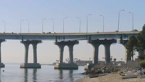 Puente de Coronado en San Diego, California metrajes