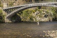 Puente de Craigellachie sobre el río Spey en Escocia Imagenes de archivo