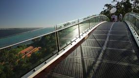 Puente de cristal en rey Park almacen de video