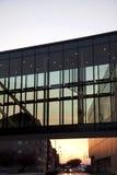 Puente de cristal sobre el camino Foto de archivo