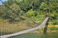 Puente de cuerda de madera Foto de archivo libre de regalías