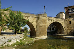 Puente de Cuzcurrita de Rio Tiron Imágenes de archivo libres de regalías