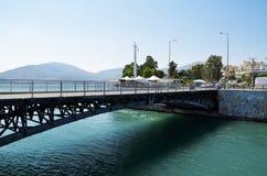 Puente de desplazamiento viejo de Chalkida, Evvoia, Grecia Imagen de archivo libre de regalías