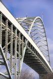 Puente de dos niveles a cielo abierto arqueado de Fremont a través del río de Willamette Fotos de archivo