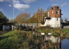 Puente de elevación en enlace del molino imagenes de archivo
