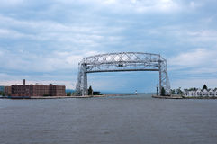 Puente de elevación aéreo en Duluth Minnesota Imagen de archivo libre de regalías
