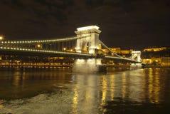Puente de encadenamientos en Budapest (Hungría) fotos de archivo libres de regalías