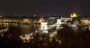Puente de encadenamientos en Budapest (Hungría) imagen de archivo