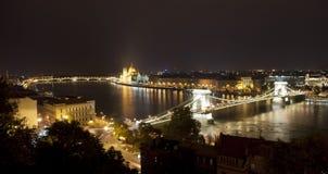 Puente de encadenamientos en Budapest (Hungría) fotos de archivo