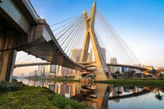 Puente de Estaiada - Sao Paulo - el Brasil imagen de archivo