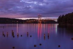 Puente de estrecho de Tacoma en la noche foto de archivo libre de regalías