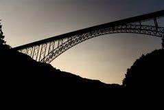 Puente de garganta de nuevo río fotografía de archivo libre de regalías