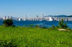 Puente de GwangAn y ciudad de Busán en HaeUnDae en Corea Imagenes de archivo