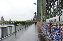 Puente de Hohenzollern, Colonia, Alemania imagen de archivo libre de regalías