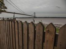 Puente de Humber, Inglaterra, el Reino Unido - una cerca de madera fotos de archivo libres de regalías