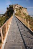 Puente de la aldea Imagen de archivo libre de regalías