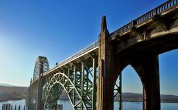 Puente de la bahía de Yaquina Fotos de archivo libres de regalías