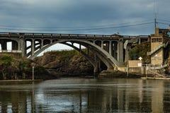 Puente de la bahía del depósito Imagenes de archivo