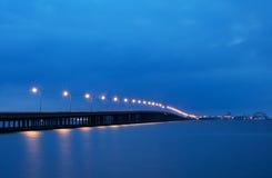 Puente de la bahía a la ciudad Maryland del océano Fotos de archivo