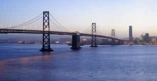 Puente de la bahía, puesta del sol Imagen de archivo libre de regalías