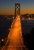 Puente de la bahía, San Francisco en la puesta del sol Fotos de archivo libres de regalías