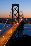 Puente de la bahía, San Francisco en la puesta del sol Fotos de archivo