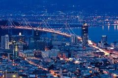 Puente de la bahía de San Francisco-Oakland en la noche Foto de archivo
