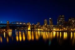 Puente de la calle de Burrard, Vancouver, A.C. puesta del sol Imagen de archivo libre de regalías