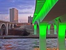 Puente de la carretera 35w en Minneapolis en la noche Imágenes de archivo libres de regalías