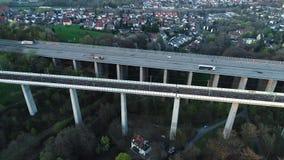 Puente de la carretera y del ferrocarril - visi?n a?rea almacen de video