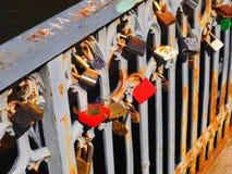 Puente de la cerradura de los amantes Fotografía de archivo libre de regalías