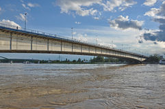 Puente de la ciudad fotos de archivo