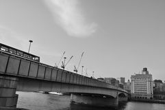 Puente de la ciudad Fotos de archivo libres de regalías
