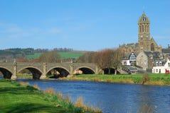 Puente de la ciudad de Peebles sobre tweed del río imagen de archivo