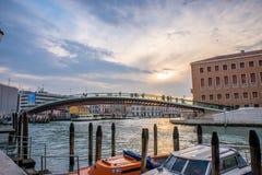 Puente de la constitución en Venecia, Italia Fotos de archivo