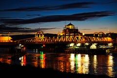 Puente de la escena de la noche fotografía de archivo