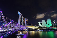 Puente de la hélice a Marina Bay Hotel fotos de archivo
